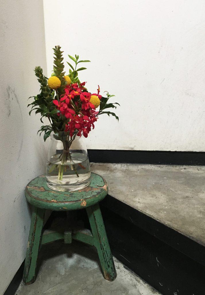 踊り場のお花 その1